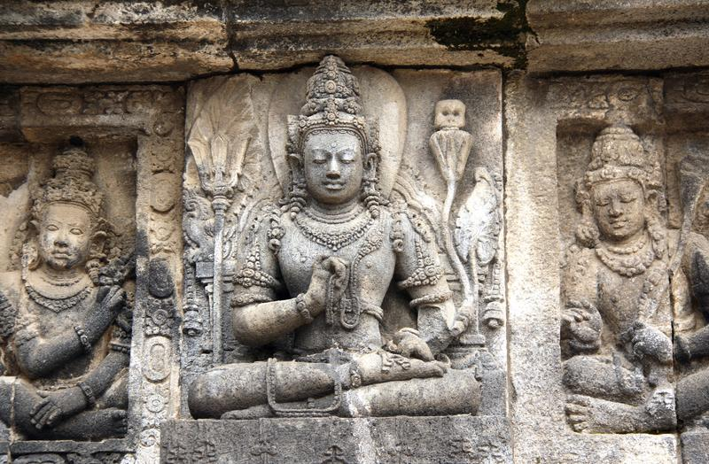 Bajorrelieve de meditar a Buda, Prambanan, Yogyakarta, Java, adentro imagenes de archivo