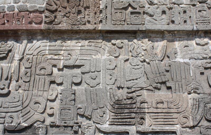 Bajorrelieve que talla con de un cacique indio americano, Xochicalco, México imagen de archivo
