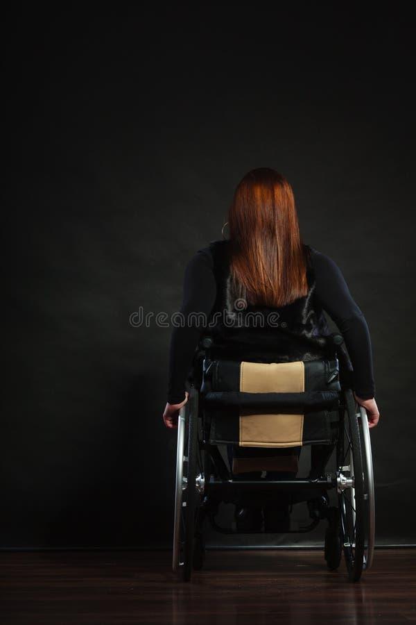 Bak av den rörelsehindrade personen royaltyfria foton