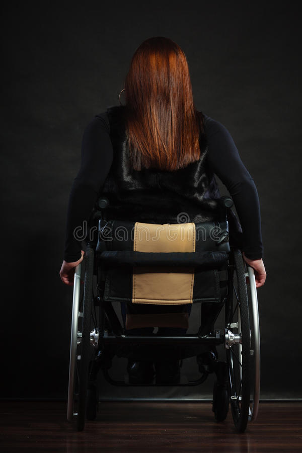 Bak av den rörelsehindrade personen arkivbilder