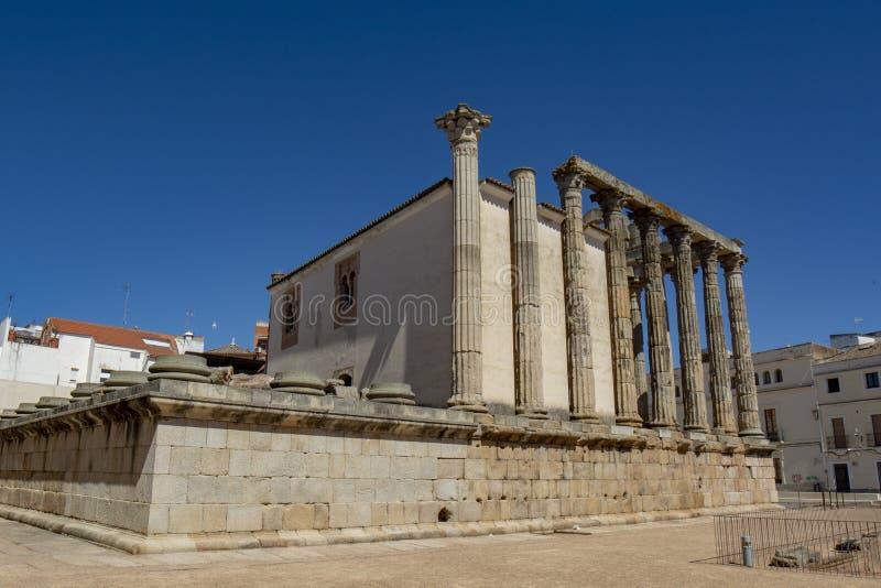 Bak av templet av Diana, Merida, Spanien fotografering för bildbyråer