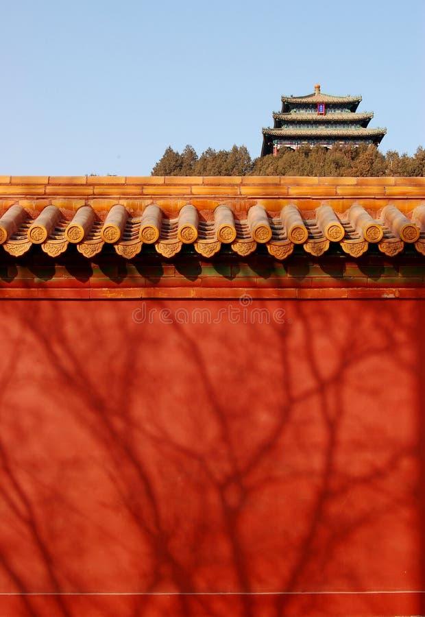bak den röda summerhouseväggen royaltyfri foto