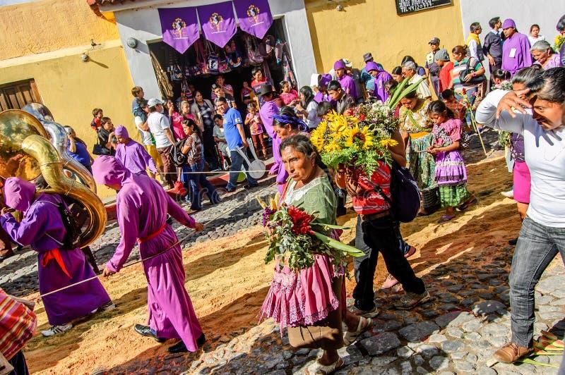 Bak fastlagenprocession Antigua, Guatemala arkivfoton