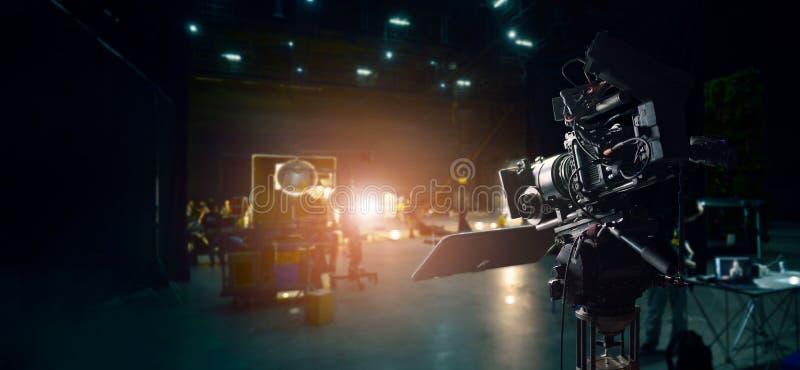 Bak platserna av framställning av en film och av en TVreklamfilm Kamera av filmen arkivfoton