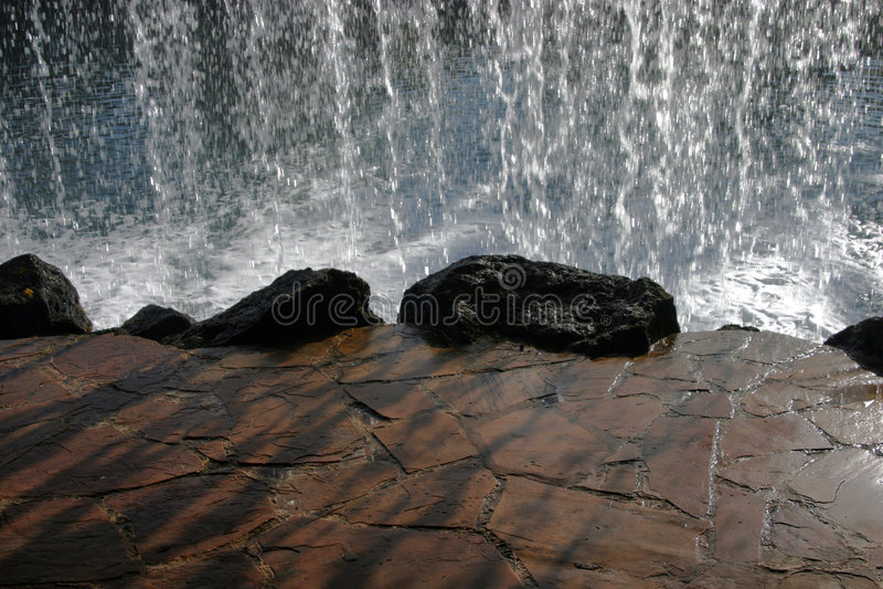 bak vattenfallet royaltyfria foton