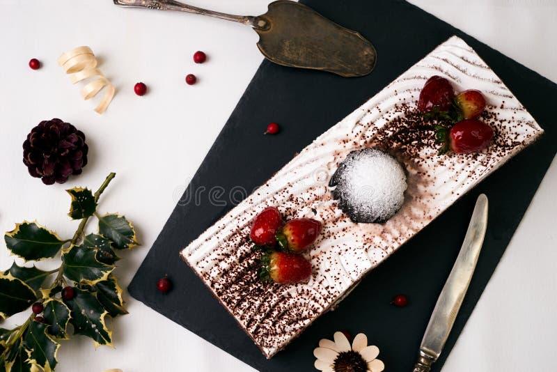baka ihop chokladjordgubbar royaltyfria foton