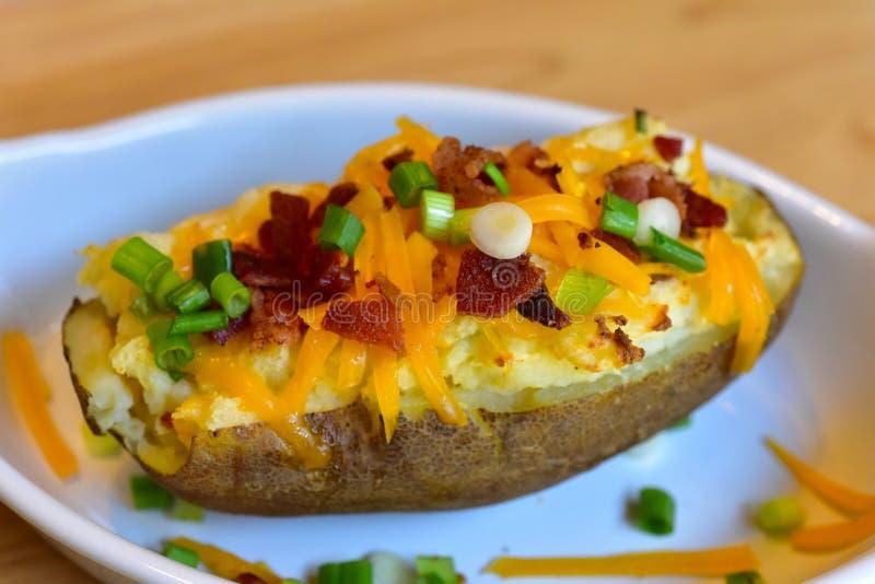 bakade potatisar två gånger arkivbilder