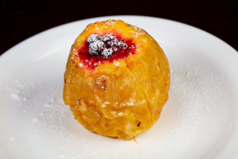 Bakat äpple med honung royaltyfri bild