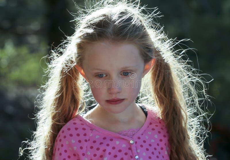 bakbelyst flickahår little stående royaltyfria foton