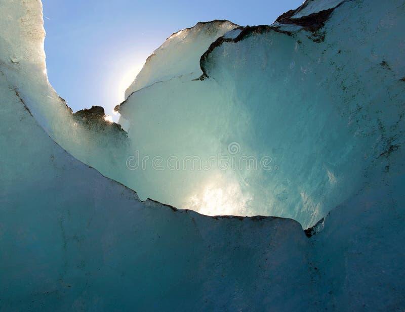 Bakbelyst glaciär - Mer de Glace, Frankrike royaltyfri bild
