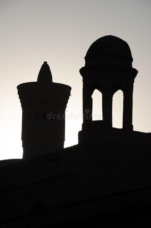 Bakbelyst Kalon mindre minaret i Bukhara royaltyfri foto
