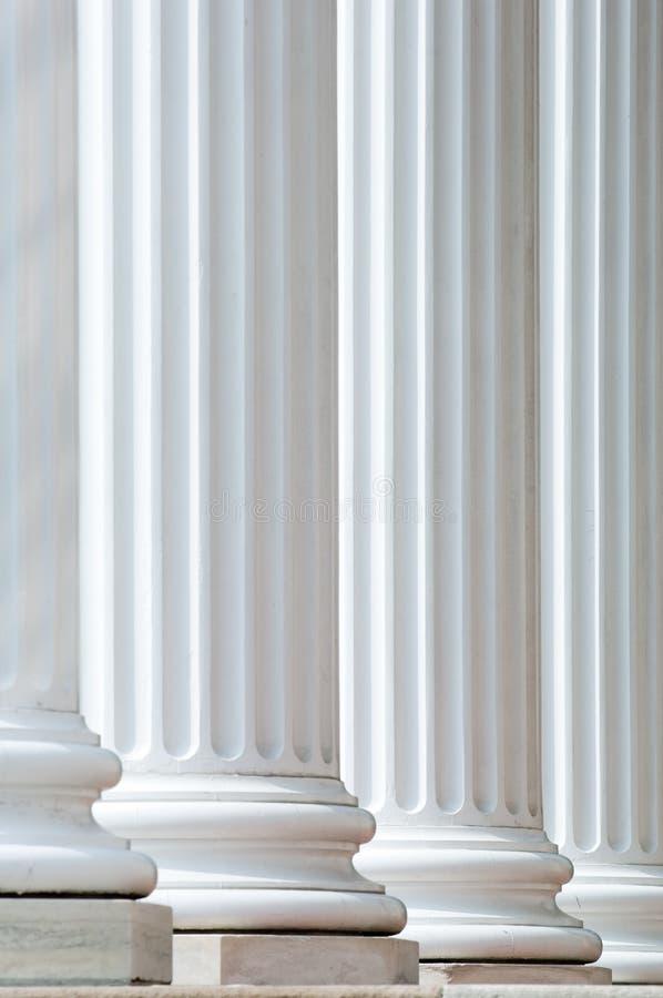 Download Bakbelysta kolonner fotografering för bildbyråer. Bild av detalj - 979801