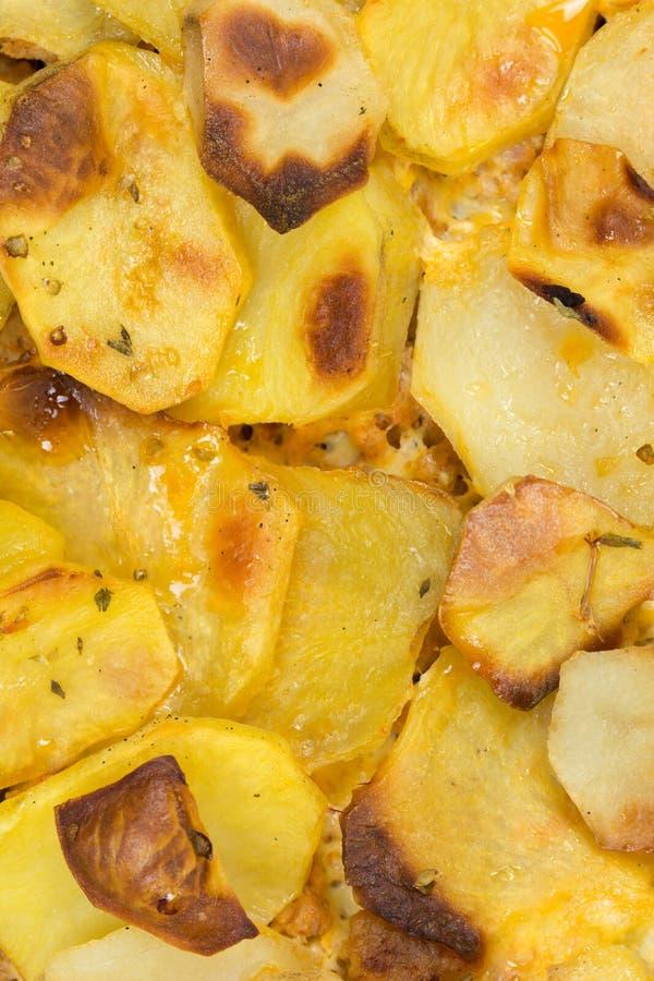 Baked cortó las patatas en foto de la macro del primer fotos de archivo