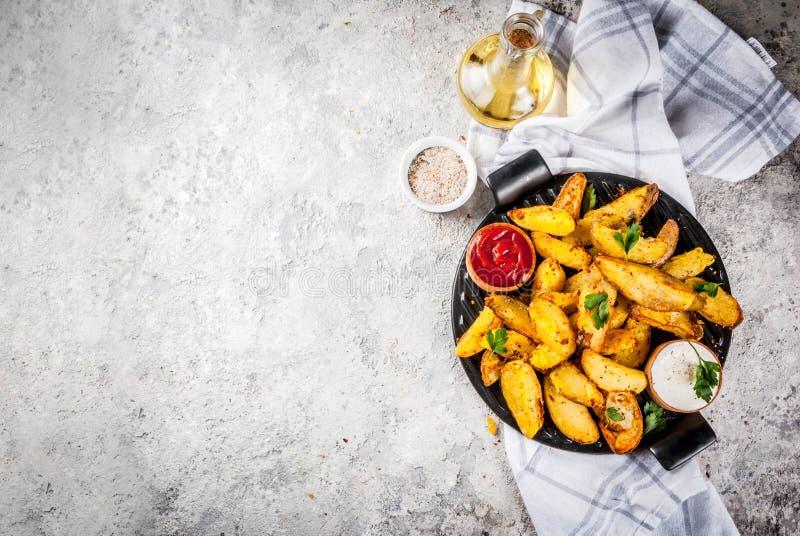 Baked a fait frire des pommes de terre photographie stock
