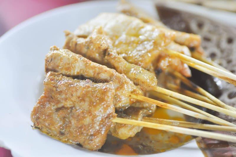 Baked a ficelé la viande, nourriture satay de l'Indonésie de boeuf photo stock