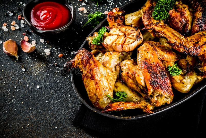Baked grillte Hühnerflügel stockfotos