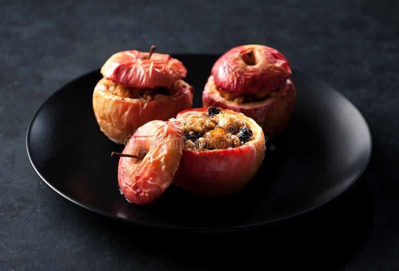 Baked rellenó manzanas foto de archivo libre de regalías
