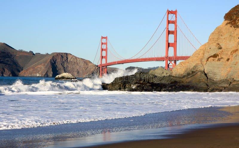 Baker Beach met Golden gate bridge bij Zonsondergang stock fotografie