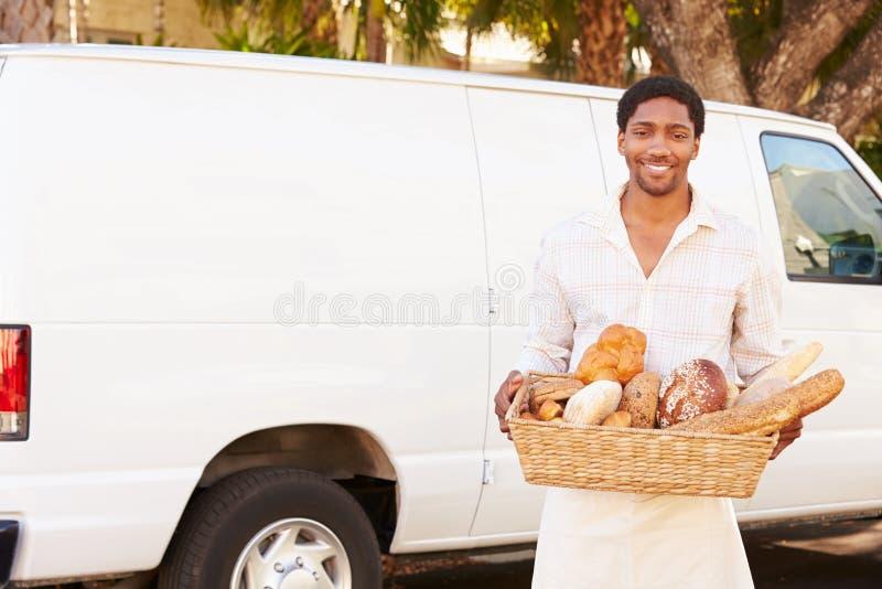 Baker Delivering Bread Standing in Front Of Van stock foto