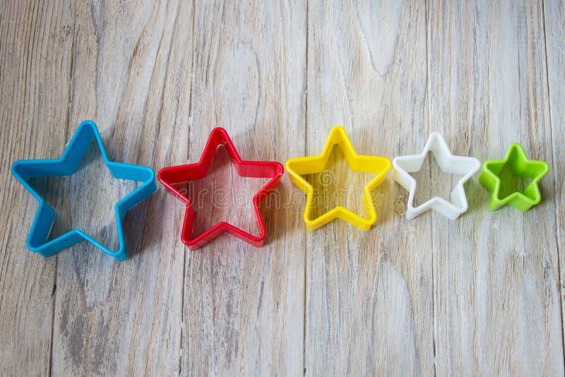 Bakeware en étoile de forme sur un fond en bois, se ferment  photographie stock