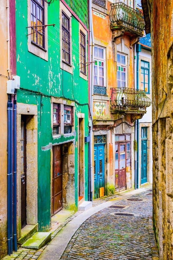Bakgata i Porto, Portugal royaltyfria foton