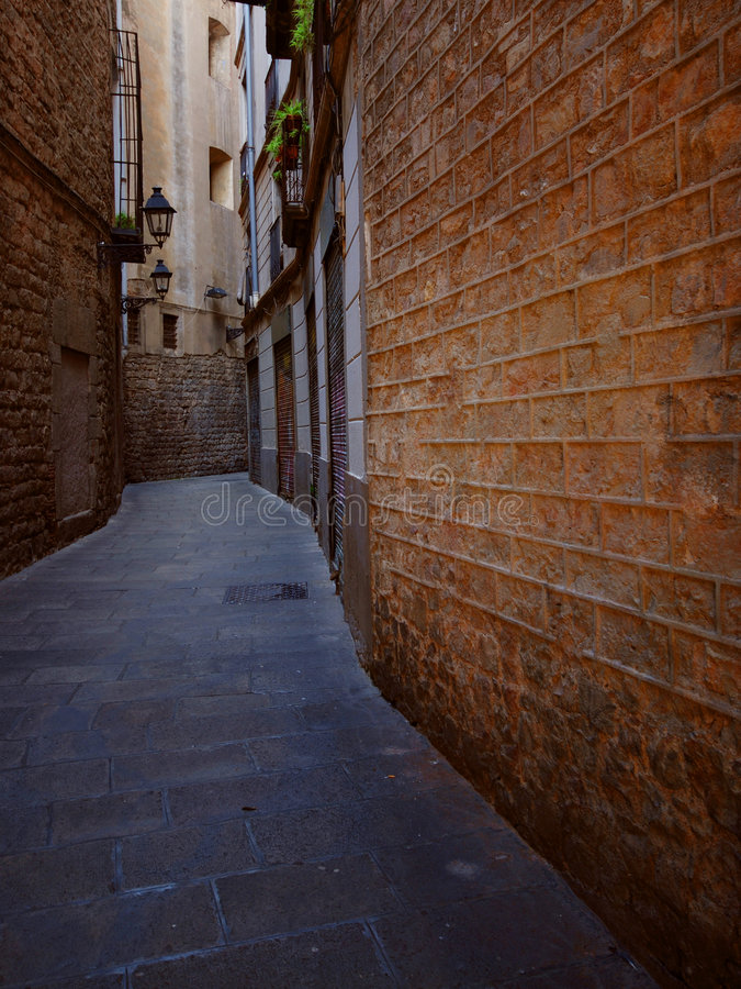 bakgatabarcelona narrow royaltyfri foto