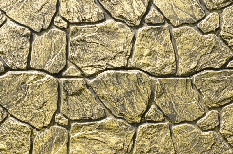Bakgrund av den gamla guld- platted tegelstenväggen royaltyfri bild