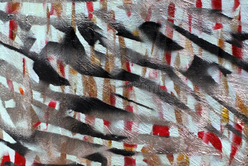 Bakgrund av den gamla v?ggen med om?lade kul?ra linjer Stencil med maskeringstejpen R?da svarta och bl?a lager arkivbilder