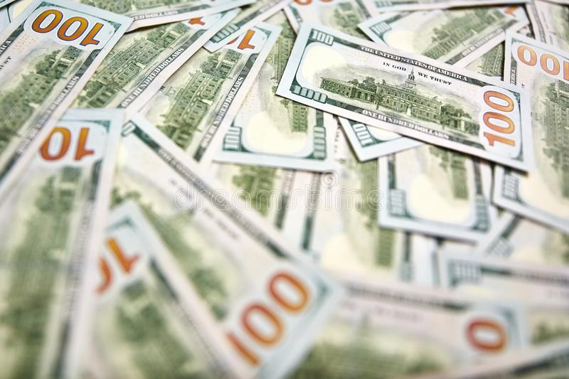 Bakgrund av 100 dollarräkningar Pengaramerikan hundra dollarbi royaltyfria foton