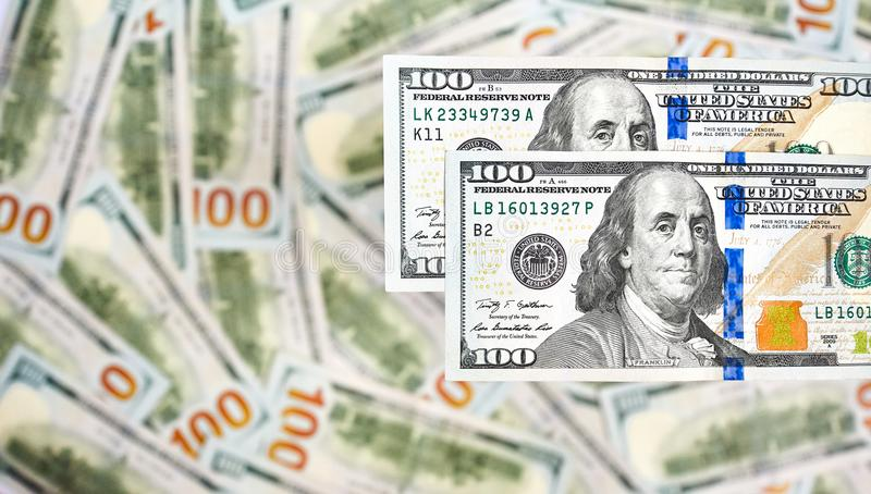 Bakgrund av 100 dollarräkningar Pengaramerikan hundra dollarbi arkivbilder