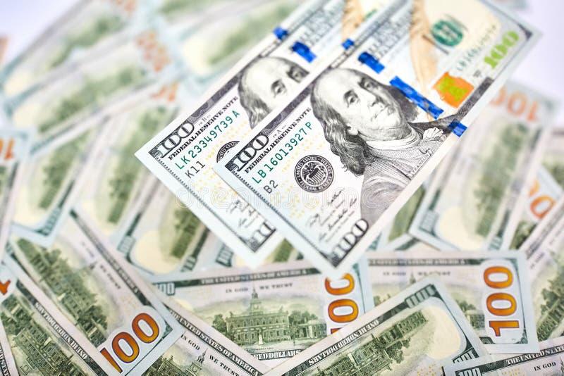 Bakgrund av 100 dollarräkningar Pengaramerikan hundra dollarbi royaltyfri foto