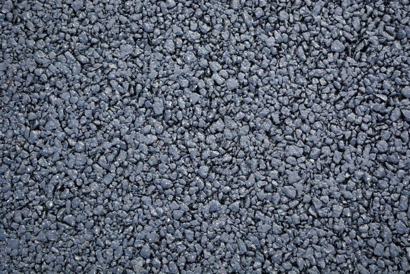 Bakgrund av en ny asfalt med en uttalad textur arkivfoto