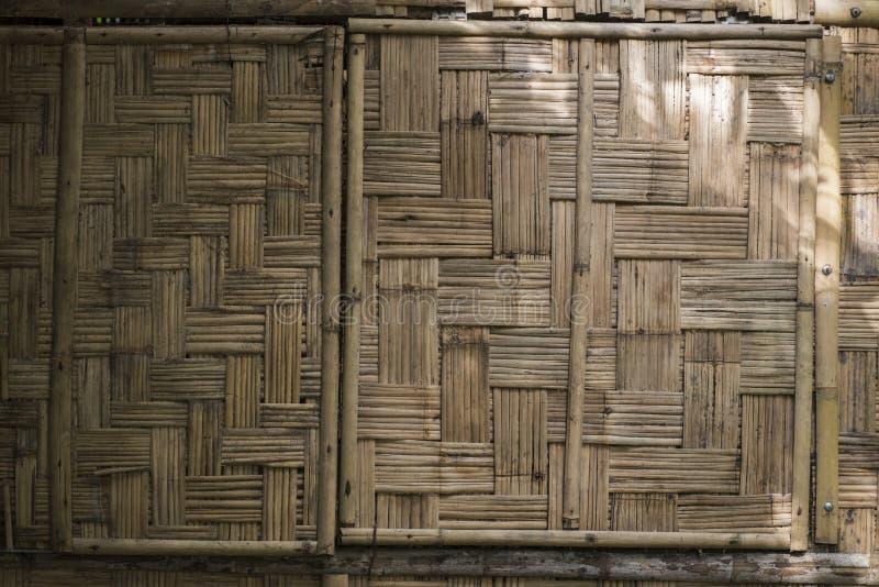 Bakgrund av en traditionell vävd matt vägg för bambu royaltyfri fotografi