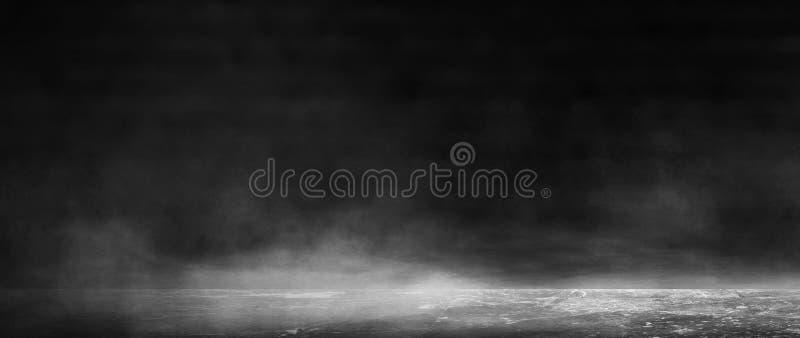Bakgrund av ett tomt mörkt rum, rök och damm royaltyfri fotografi