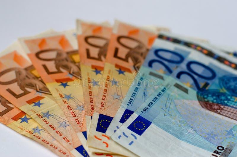 Bakgrund av euroräkningar grund fokus arkivfoto