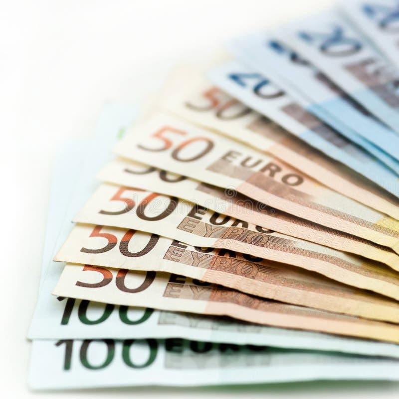 Bakgrund av euroräkningar med den grunda fokusen royaltyfri fotografi