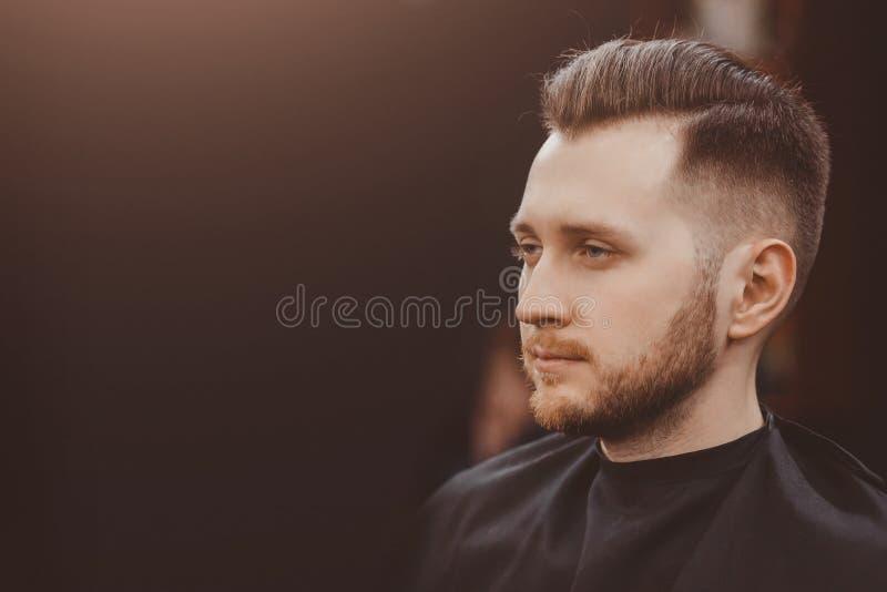 Bakgrund av hårsalongen för män, barberare shoppar royaltyfria bilder