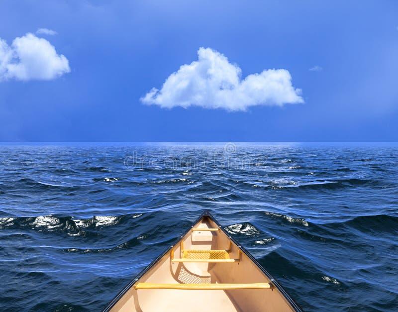 Bakgrund av himmel med ett enkelt moln reflekterade i vatten eller ocea arkivfoton