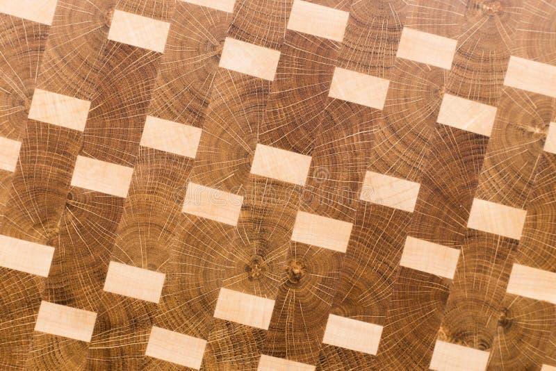 Bakgrund av k?ksk?rbr?dan gjorde fr?n det ?tskilliga stycket f?r bambu arkivfoto