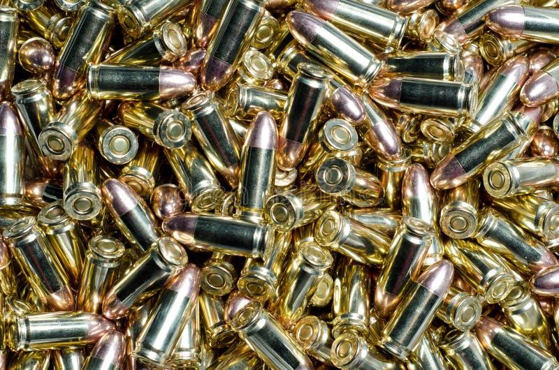 Bakgrund av 9mm kulor som tillsammans blandas ihop royaltyfri bild