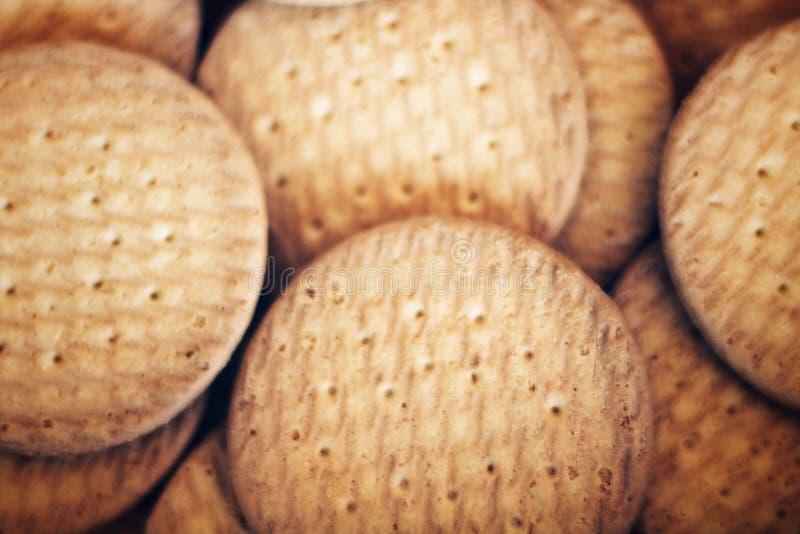 Bakgrund av några bruna kakor royaltyfria foton
