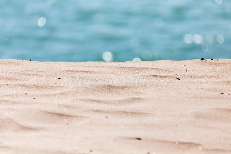 Download Bakgrund av sand och havet arkivfoto. Bild av fred, clear - 106833052