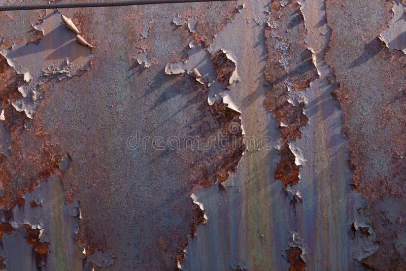 Bakgrund av skalning av rostad metall texturerad metall arkivfoton