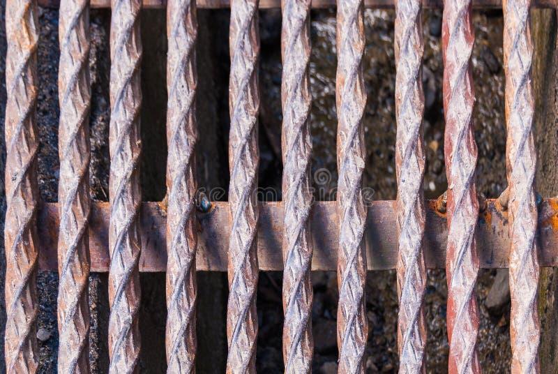 bakgrund av tjock metall vridna stålstänger fotografering för bildbyråer