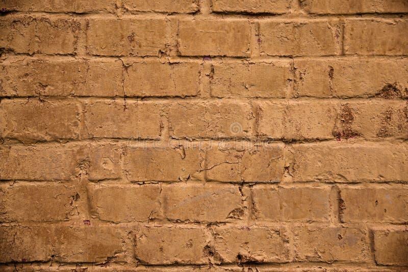 bakgrund detailed för lagerupplösning för grunge hög högt stil Lättnadstegelstenvägg, senapsgult färg royaltyfri fotografi