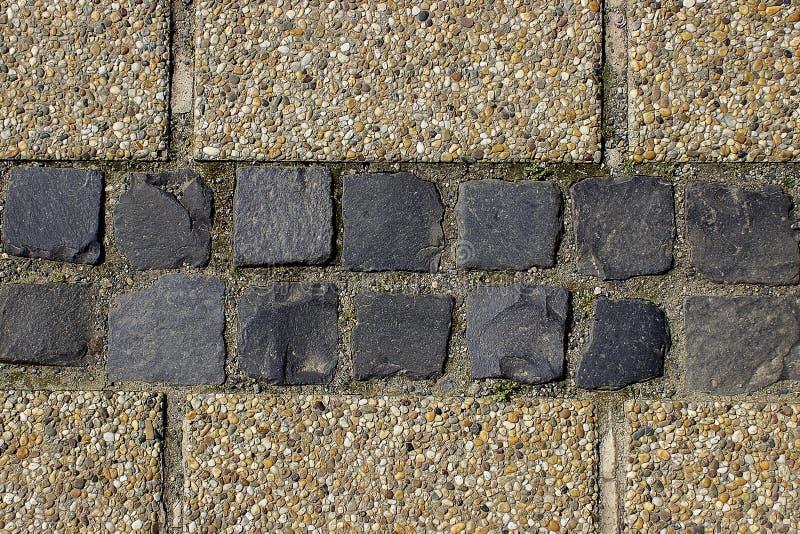 Bakgrund eller textur för trottoar för kiselstensingelkullersten royaltyfri foto