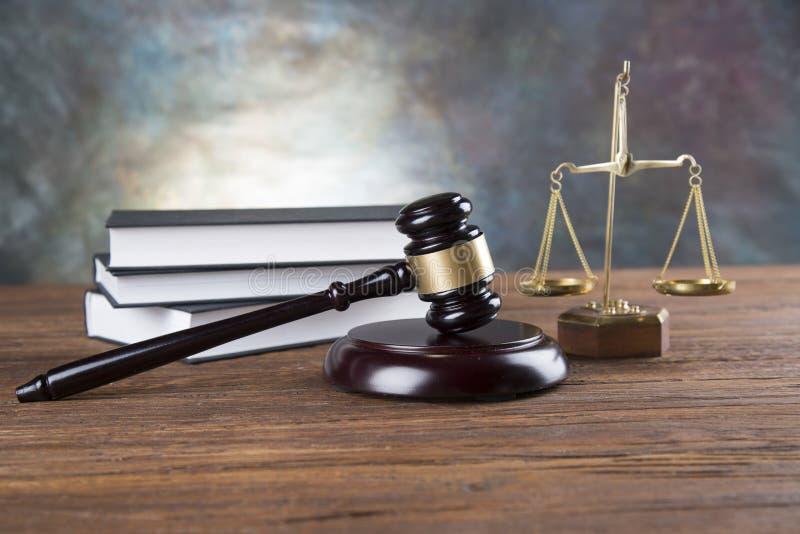 Bakgrund för advokatkontor Lagsymbolsammansättning på grå färger stenar bakgrund arkivbilder