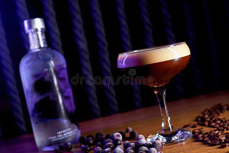 Bakgrund för alkoholcoctailsuddighet royaltyfri foto