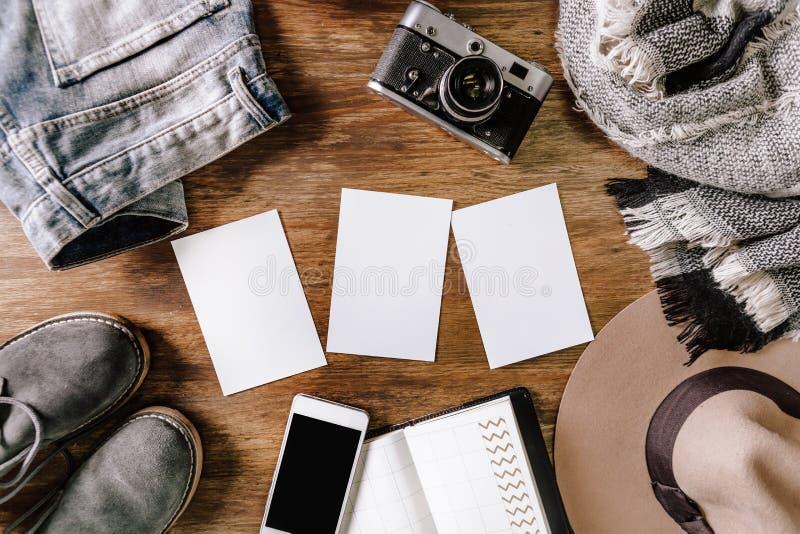Bakgrund för anteckningsbok för telefon för jeans för hattkameratröja arkivbilder