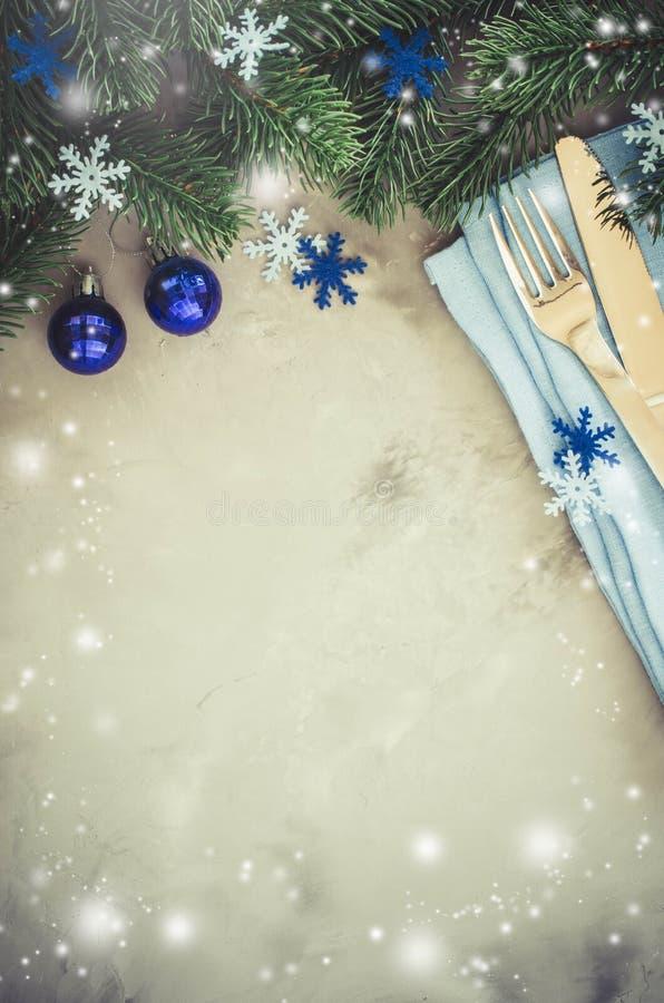 Bakgrund för att skriva julmenyn Vintertabellinställning royaltyfria bilder
